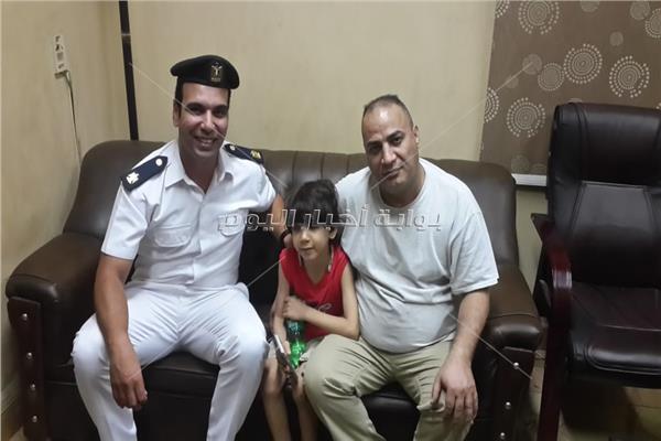 إعادة طفل لوالده فقده في الدقى وعثر رجال الأمن عليه فى الزمالك