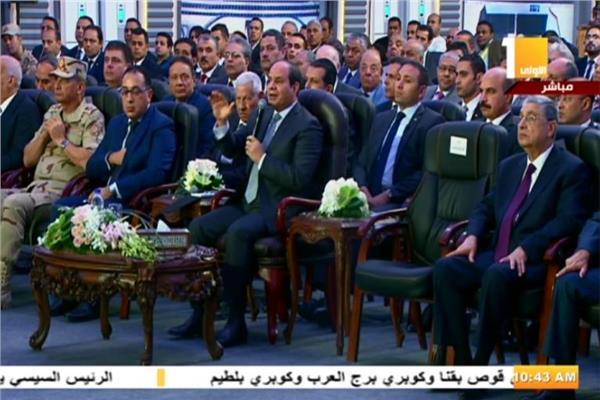 الرئيس السيسي خلال استماعه للواء حسن الشافعي