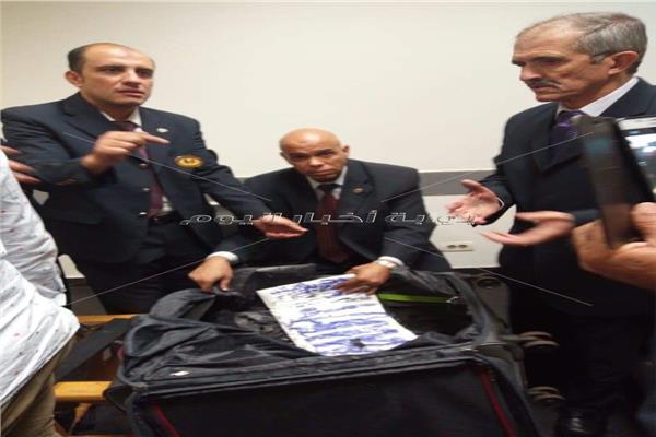الكوكايين الطي تم ضبطه مع برازيليين بالمطار