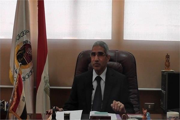 الدكتور عباس منصور رئيس جامعة جنوب الوادي