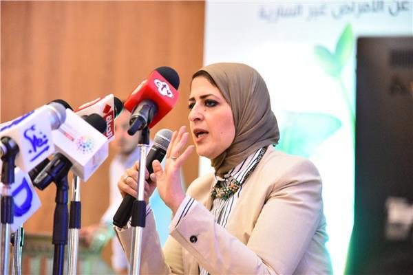 وزيرة الصحة خلال المؤتمر الصحفي