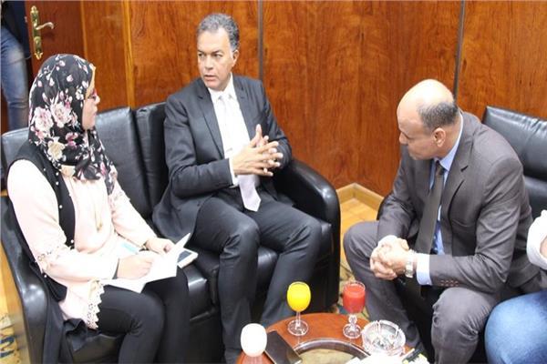د.هشام عرفات وزير النقل أثناء استضافته في «الأخبار»