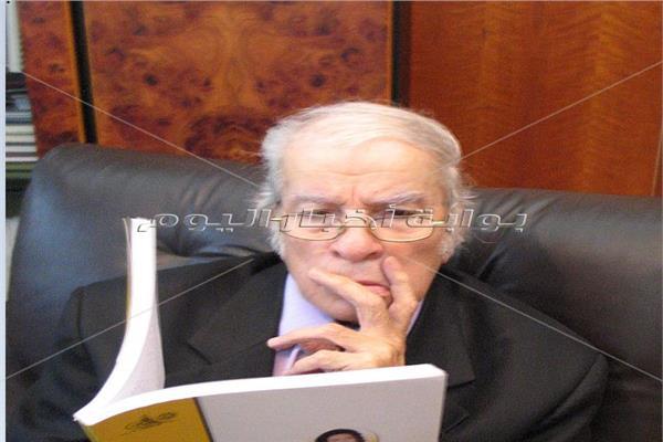 «مطرب الأخبار» أحمد رجب