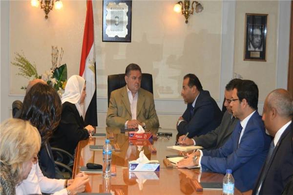 وزير قطاع الأعمال يتابع موقف تطوير منطقة «الصوت والضوء» بالأهرامات