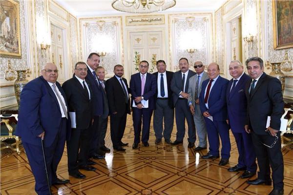 """""""سعد الدين"""" يطرح مبادرته الجديدة لنقل الغاز بدون أنبابيب على رئيس الوزراء"""
