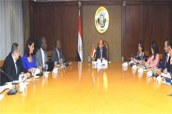 وزير التجارة يبحث تعظيم الاستفادة من البرامج التمويلية للبنك الإفريقي للتصدير