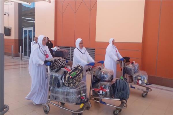 مصر للطيران تسير ٦ رحلات من المدينة لنقل ١٤١٠ حاجا