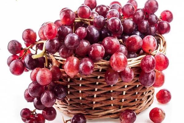 صورة موضوعية-  العنب الأحمر