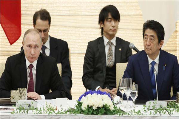 شينزو آبي وفلاديمير بوتين