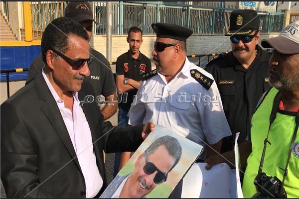 «صورة» تفاجئ مدير أمن الإسماعيلية خلال جولته التفقدية