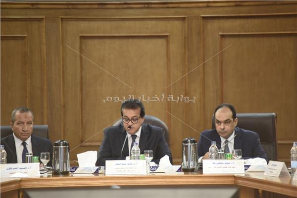 وزير التعليم العالي خلال اجتماع المجلس الأعلى للجامعات