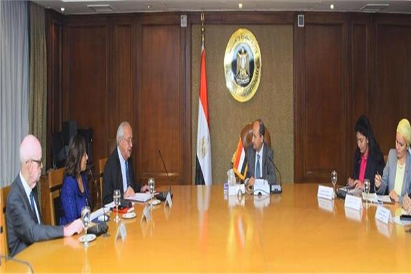 وزير الصناعة يبحث مع مجلس الأعمال المصري الفرنسي تعزيز العلاقات التجارية والاستثمارية
