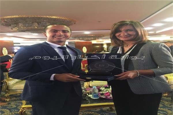 السفيرة نبيلة مكرم ومحمود كساب محرر بوابة اخبار اليوم