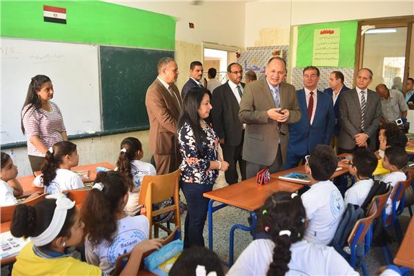 محافظ الفيوم يتفقد المدارس