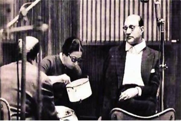 حكايات| مشاهير فاتهم عصر السوشيال.. حليم يصالح الست على فيسبوك وناصر «تريند»