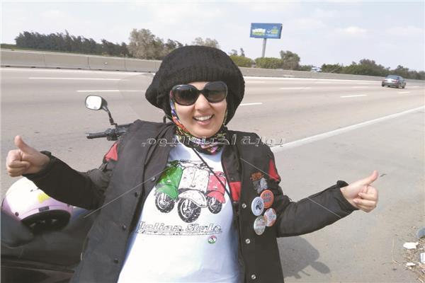 نادية.. أول سيدة ديليفرى فى مصر
