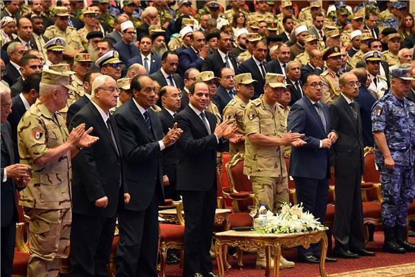 الرئيس السيسي يكرم الفريق فخري يوسف عفيفي