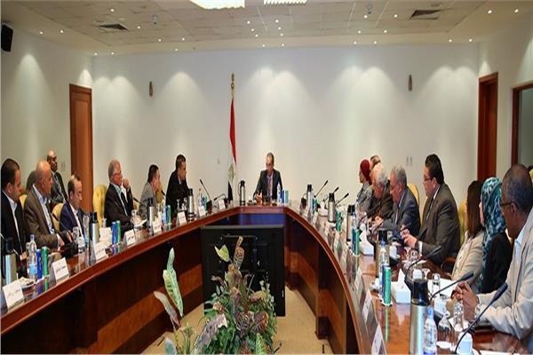 وزير الاتصالات يلتقي ممثلي الشركات العاملة