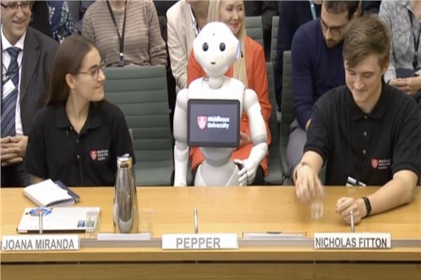 شاهد.. «استجواب روبوت» أمام مجلس العموم في بريطانيا