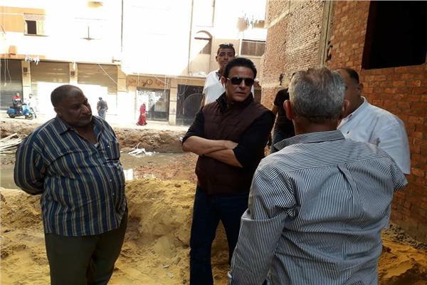 نائب محافظ القاهرة لمنطقزاحنوبية بتفقد العقار المائل بدار السلام