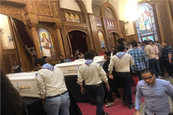 بدء صلاة الجنازة على شهداء دير الأنبا صموئيل