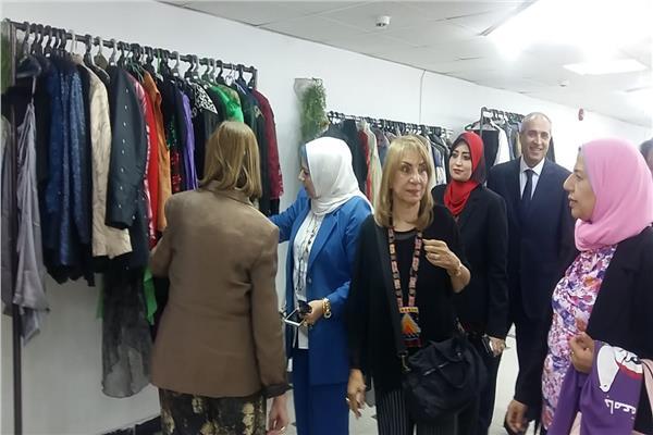 معرض ملابس جامعة بنها