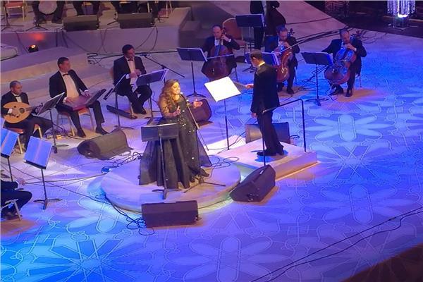 ريهام عبد الحكيم تطرب جمهور الأوبرا بأغاني «الزمن الجميل»