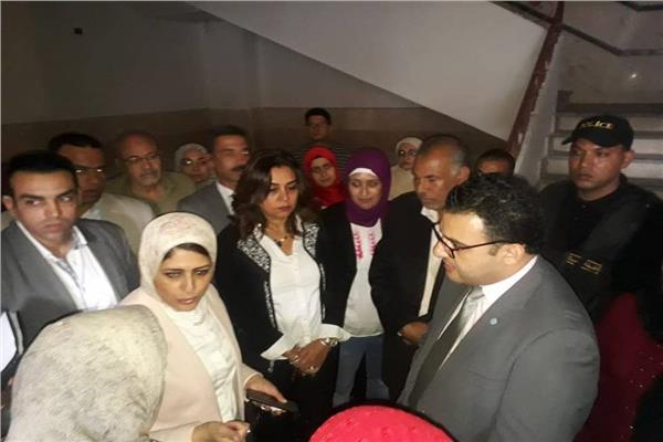 وزيرة الصحة ومحافظ دمياط خلال جولتهما