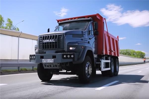 شاهد..أورال الروسية تطلق جيلا جديدا من الشاحنات المميزة