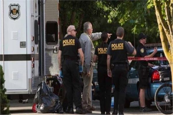 مقتل 5 أشخاص بينهم شرطي وإصابة آخرين بأمريكا