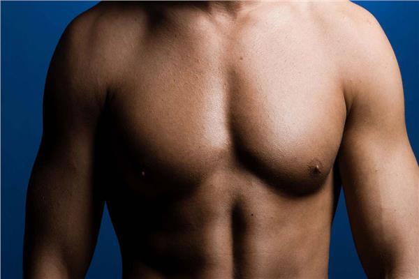 الأنواع المختلفة لعمليات علاج التثدي عند الرجال