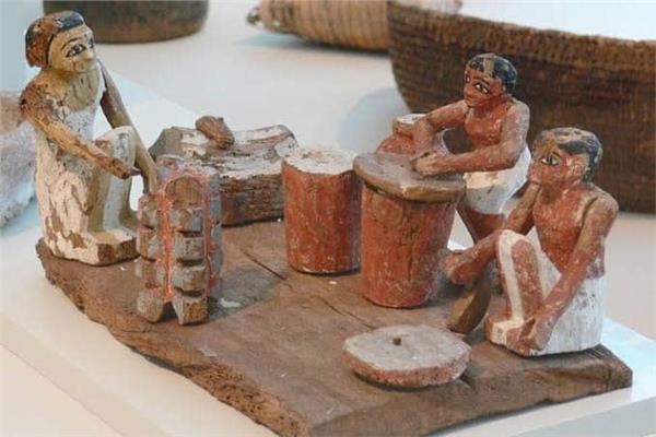 مجسم لعميليات الطهي عند المصريين القدماء
