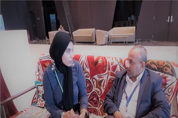 وكيل الهيئة العامة لحماية البيئة باليمن مع محررة بوابة أخبار اليوم