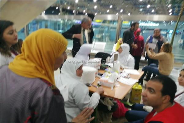 حملة القضاء علي فيروس سي داخل صالة السفر بالمطار