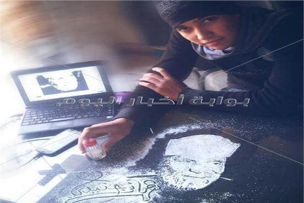 «فنان مش مشهور».. «هاني جنيدي» يحول الملح إلى لوحات فنية للمشاهير