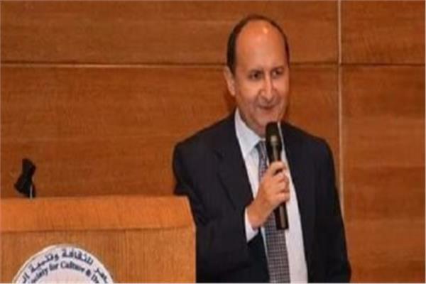 وزير الصناعة المهندس عمرو نصار
