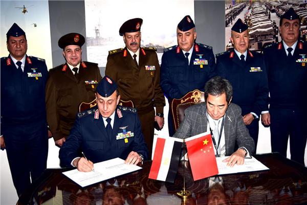 القوات المسلحة توقع عقود تسليح مع كبرى الشركات العالمية