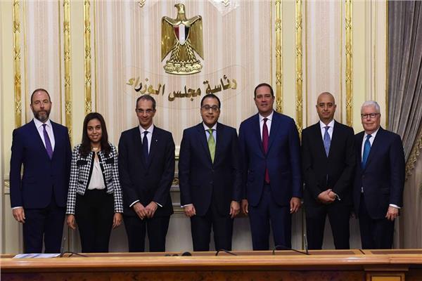 رئيس الوزراء خلال توقيع الاتفاقية مع شركة سيسكو