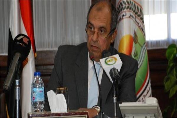 عزالدين أبوستيت وزير الزراعة
