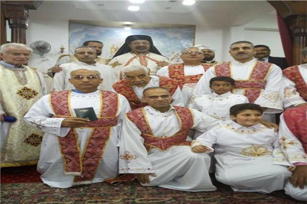 البطريرك إبراهيم اسحق يرسم شمامسة جدد