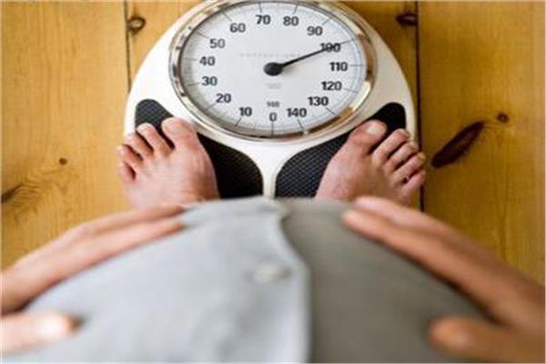 """""""استشاري سمنة"""" يكشف العلاقة بين زيادة الوزن والخصوبة لدى الرجال"""