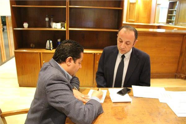 د.إيهاب أحمد كمال خلال الحوار