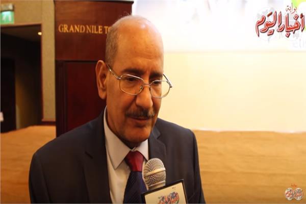 الكاتب الصحفي محمد الهواري