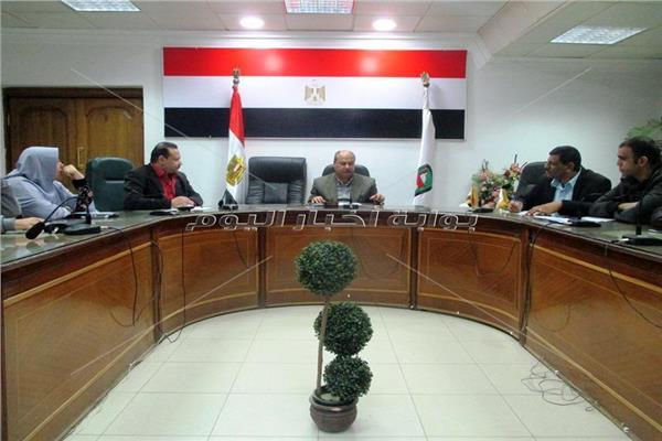 اجتماع محافظة سوهاج لتطوير المراكز التكنولوجية