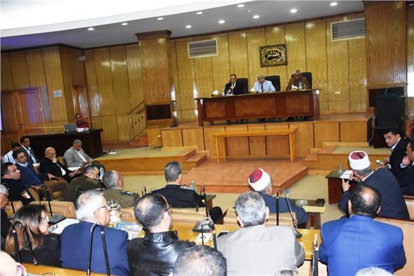 محافظ أسوان يبحث مقترحات أسوان عاصمة الشباب