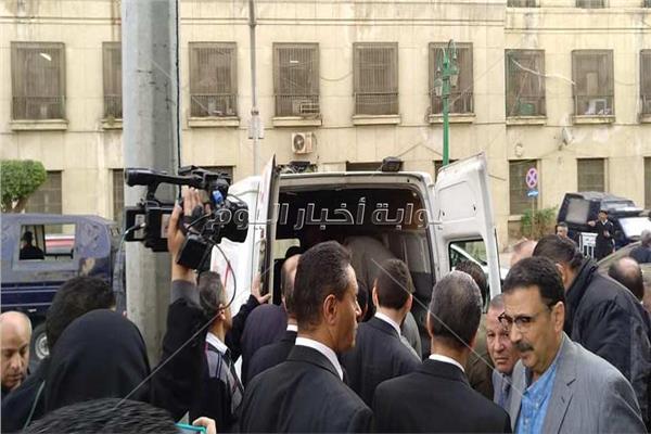 وصول جثمان إبراهيم سعدة لمسجد عمر مكرم لصلاة الجنازة