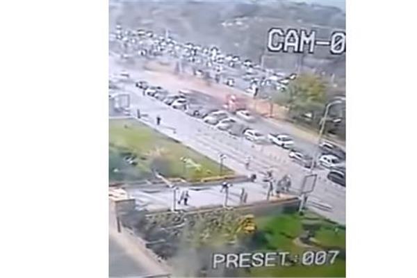 مقطورة تدهس 7 سيارات بالشيخ زايد