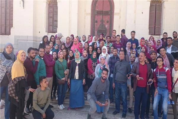 طلاب جامعة أسيوط في ندوة تنشيط السياحة