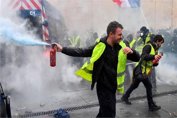 16 ألف متظاهر بمختلف المناطق في احتجاجات «السترات الصفراء»