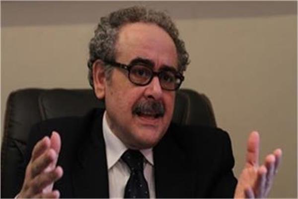 الشاعر والمفكر د. علاء عبد الهادى